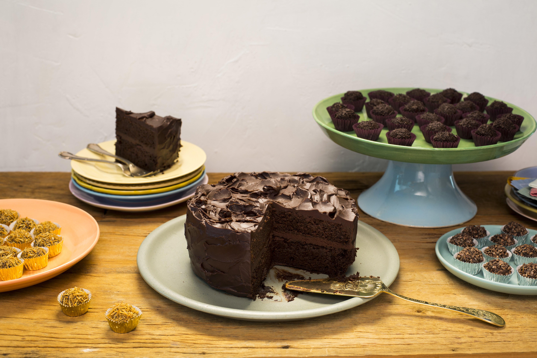 1d06507c3 Bolo de chocolate para o aniversário dos meus filhos - Panelinha